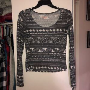 Small grey & white mid rise crop top